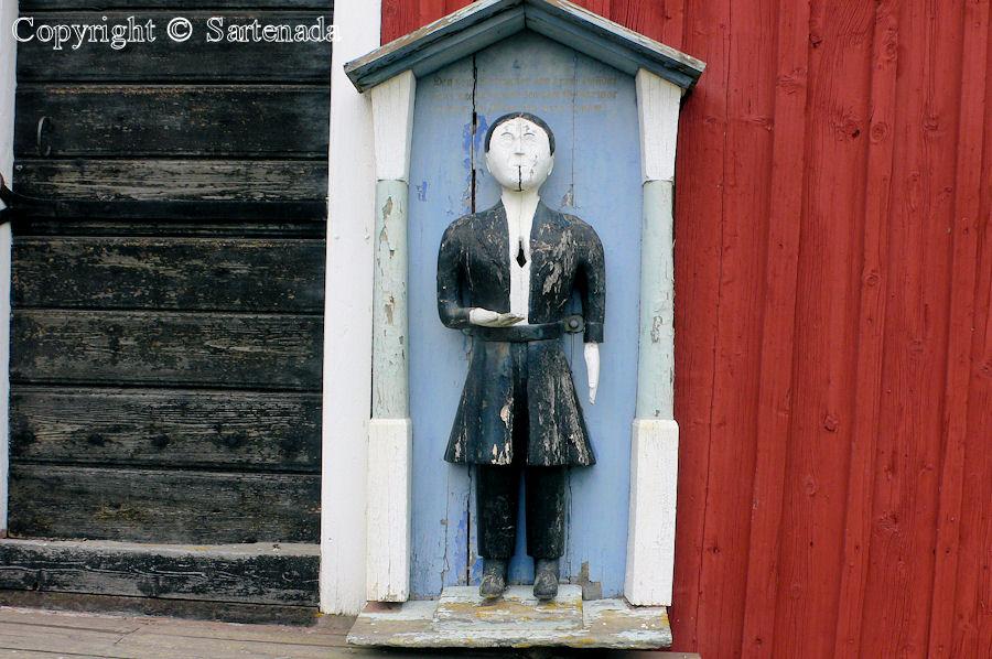 Pirttikylä - Poor-man statues / Estatuas de pobre hombre / Statues de Pauvre Homme