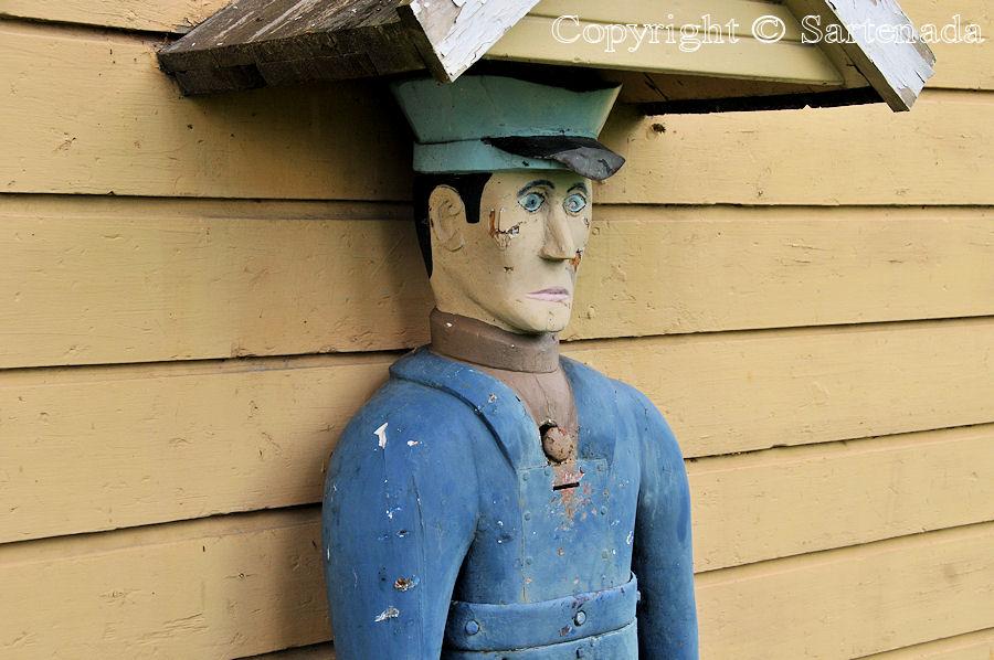 Alavieska - Poor-man statues / Estatuas de pobre hombre / Statues de Pauvre Homme