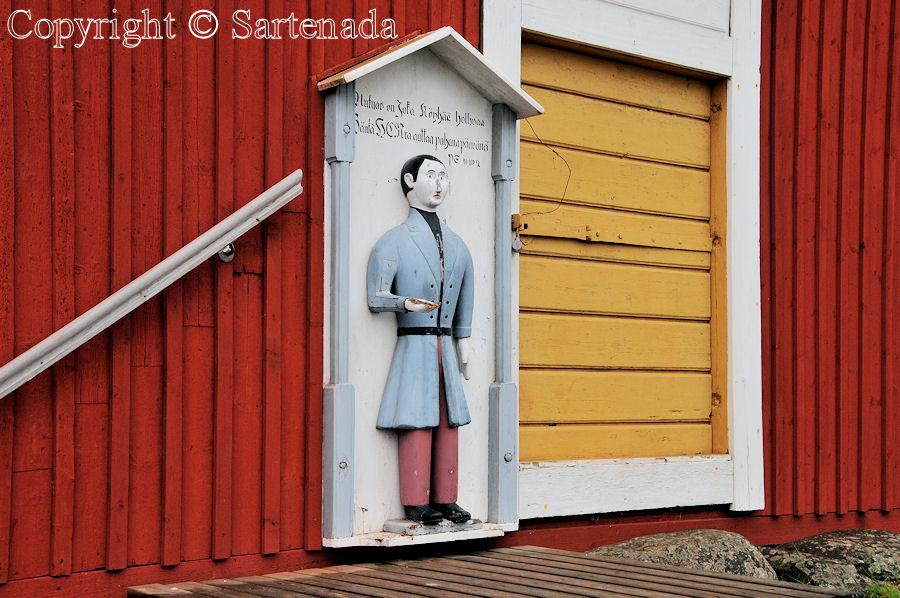 Jurva - Poor-man statues / Estatuas de pobre hombre / Statues de Pauvre Homme