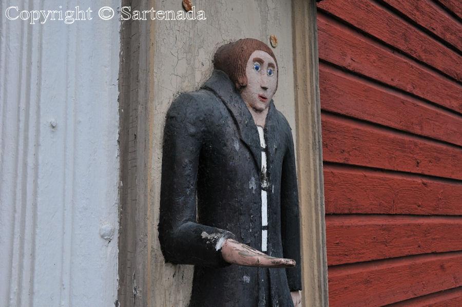 Lappfjärd - Poor-man statues / Estatuas de pobre hombre / Statues de Pauvre Homme