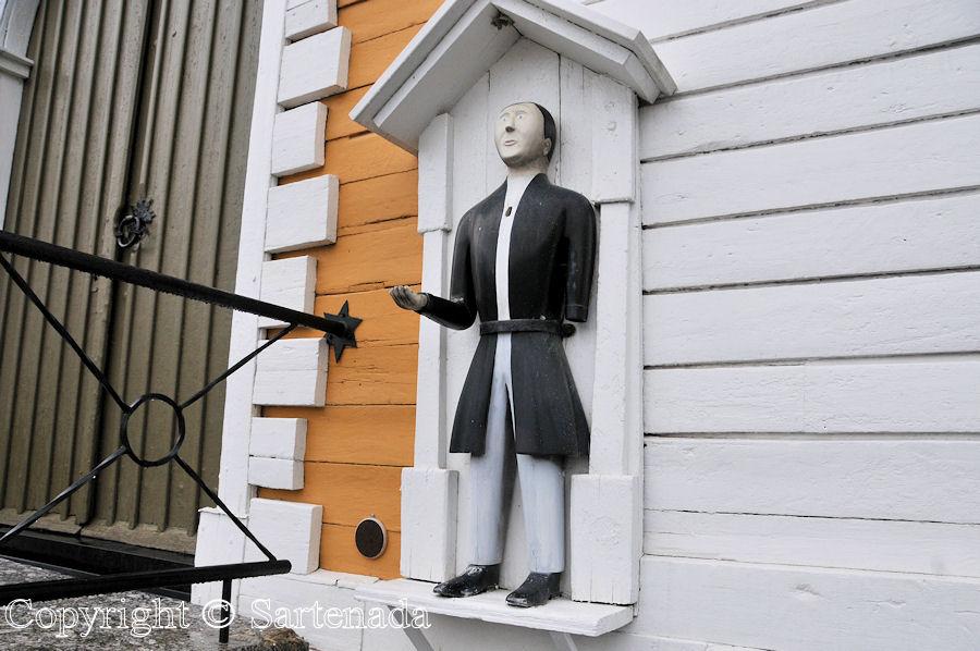 Malax - Poor-man statues / Estatuas de pobre hombre / Statues de Pauvre Homme