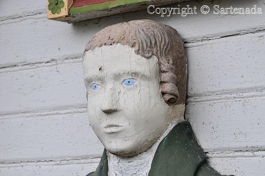 Nurmo - Poor-man statues / Estatuas de pobre hombre / Statues de Pauvre Homme