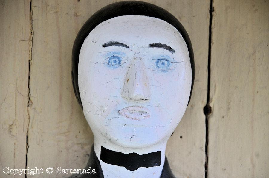 Petalax - Poor-man statues / Estatuas de pobre hombre / Statues de Pauvre Homme