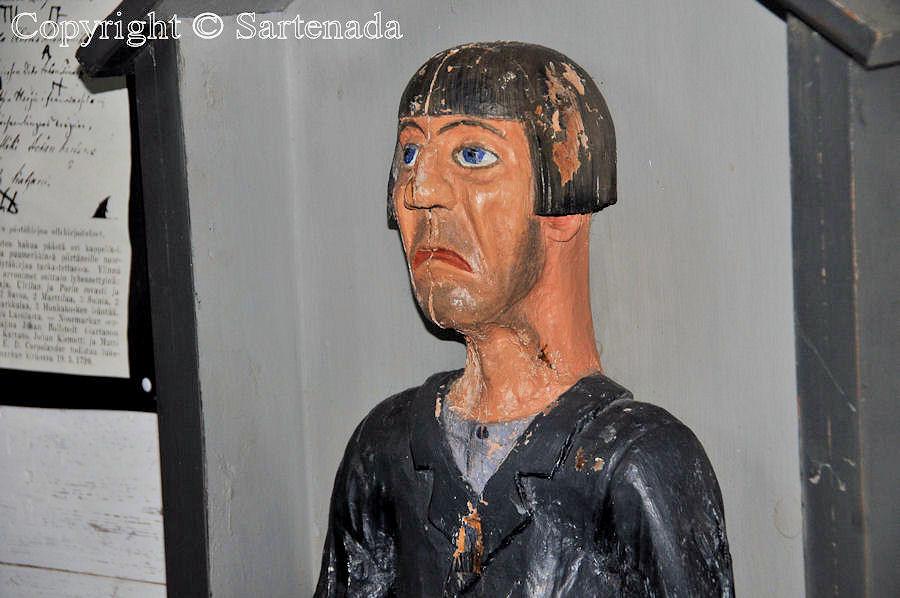 Pomarkku - Poor-man statues / Estatuas de pobre hombre / Statues de Pauvre Homme