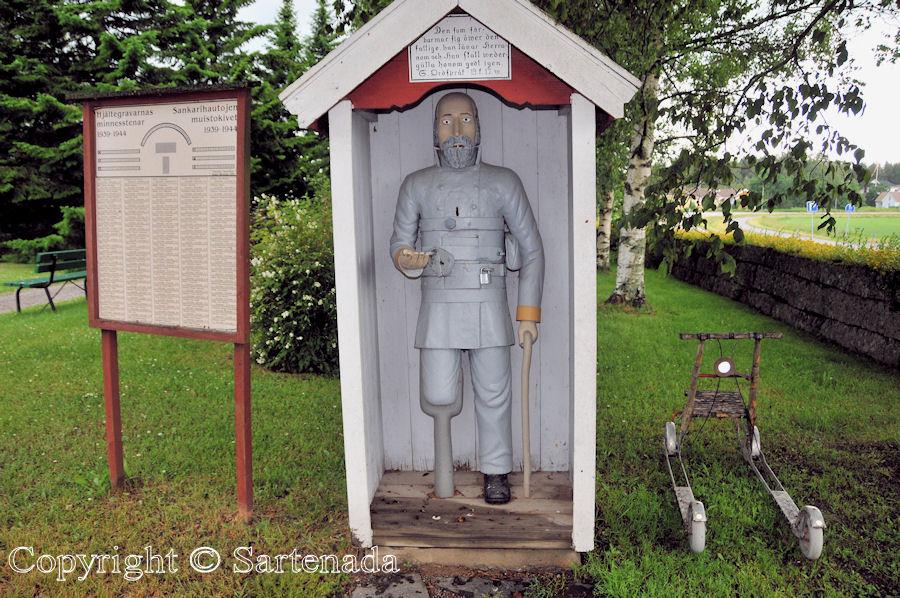Vöyri - Poor-man statues / Estatuas de pobre hombre / Statues de Pauvre Homme