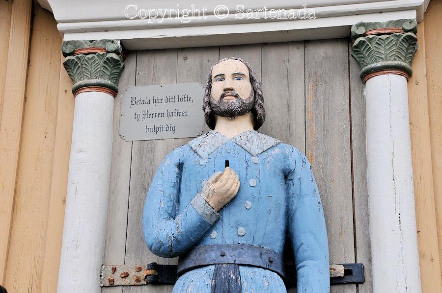 Ähtävä - Poor-man statues / Estatuas de pobre hombre / Statues de Pauvre Homme