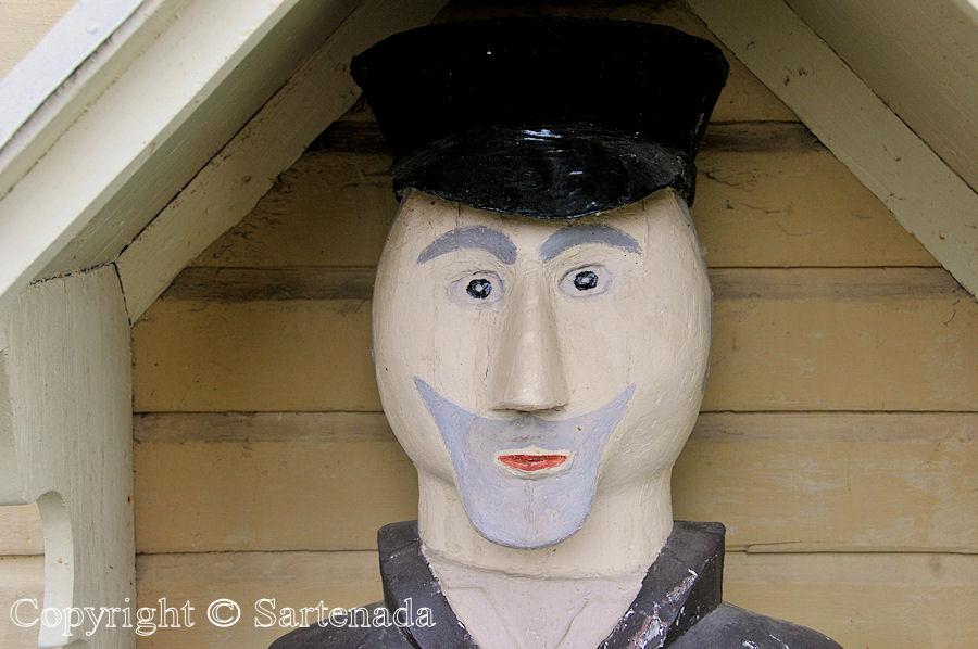 Merijärvi - Poor-man statues / Estatuas de pobre hombre / Statues de Pauvre Homme