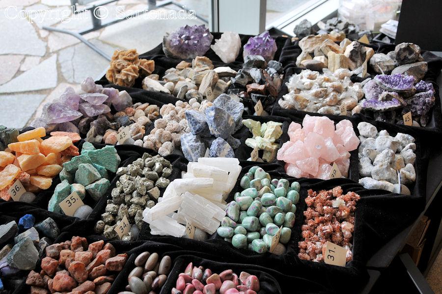Juuka village and semiprecious stones / Pueblo de Juuka pueblo y piedras semipreciosas / Juuka village et pierres semi-précieuses