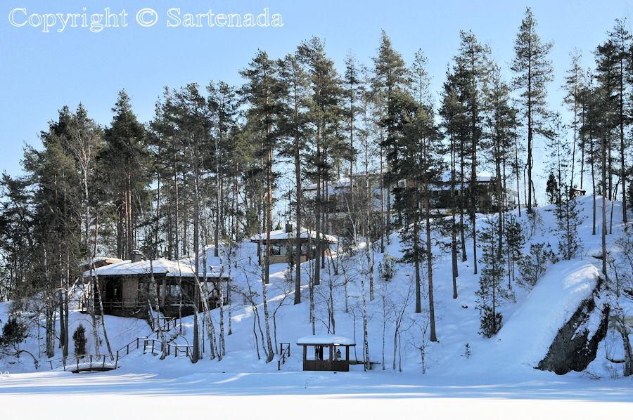 Walking on frozen lake / Caminando sobre lago congelado / Marchant sur le lac bien gelé