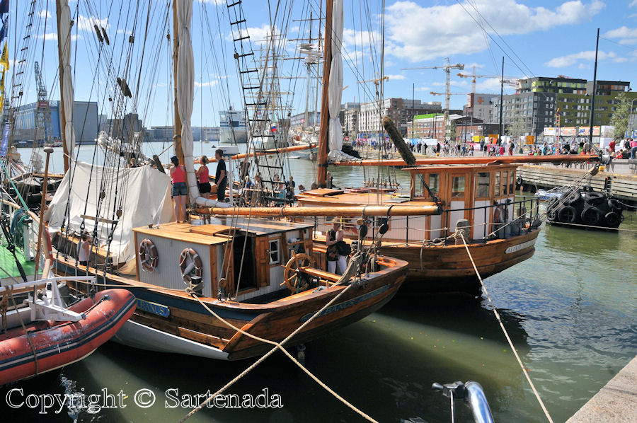 Cuauhtémoc and other tall ships / Cuauhtémoc y otros grandes veleros / Cuauhtémoc et d'autres grands voiliers