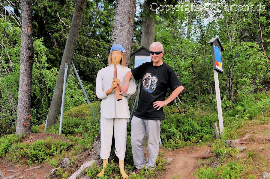 Yoga on the peak of the hill of Koli / Yoga en la cima de la colina de Koli / Yoga sur le sommet de la colline de Koli