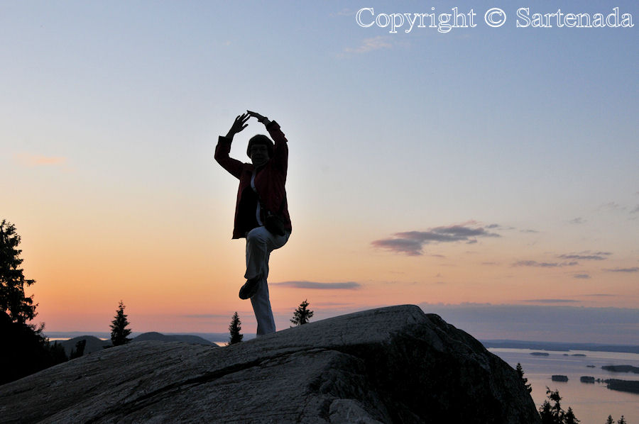 Yoga on the peak of the hill of Koli / Yoga en la cima de la colina de Koli / Yoga sur le sommet de la colline de Koli