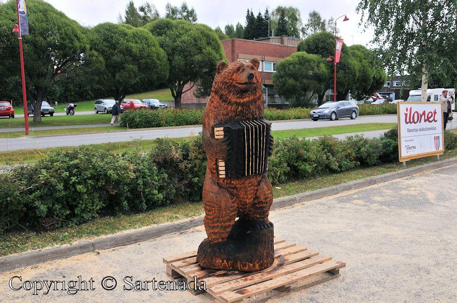 Bear carving contest1 / Concurso de tallado de oso1 / Concours de sculpture d'ours1 / Competition de entalhamento do urso1