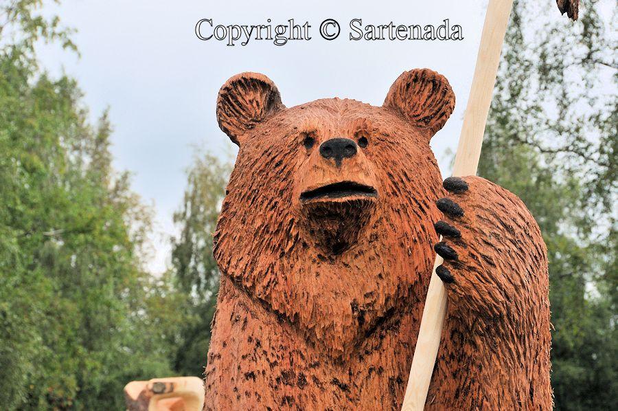 Bear carving contest2 / Concurso de tallado de oso2 / Concours de sculpture d'ours2 / Competition de entalhamento do urso2