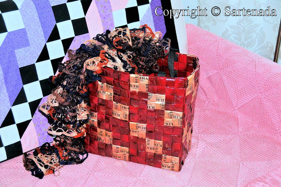 Christmas present (scarf and bag) to my daughter / Regalo de Navidad (bufanda y bolsa) para mi hija /  Présent de Noël (foulard et un sac) à ma fille  / Presente de Natal (lenço e bolsa) para minha filha