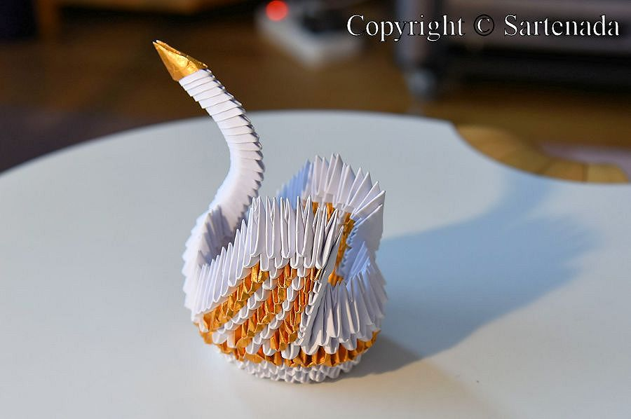 How to make a giant paper swan. 3D origami tutorial, variant 2 - YouTube | 598x900
