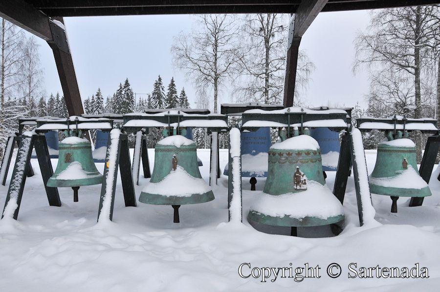Bronze bells / Campanas de bronce / Cloches en bronze / Sinos de bronze