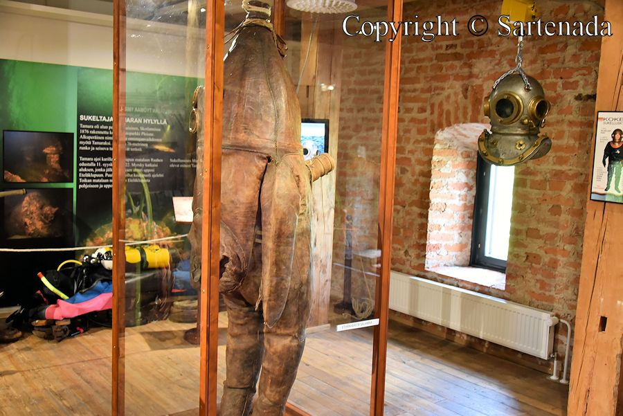 Oldest surviving diving suit / El más antiguo buceo sobreviviente / Le plus ancien costume de plongée survivante / Mais antigo traje de mergulho sobrevivente
