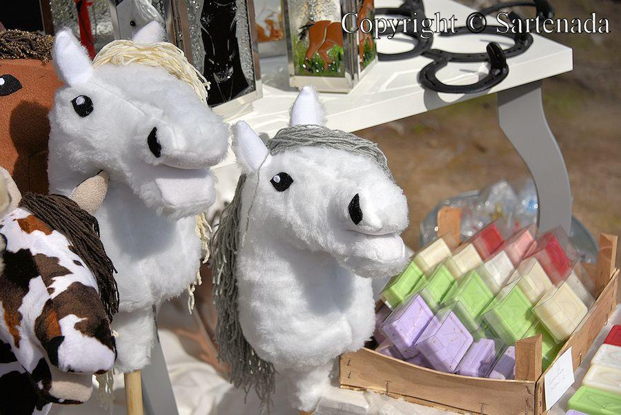 Hobbyhorses /  Caballitos de palo/  Chevaux de bâton / Cavalinhos de Pau