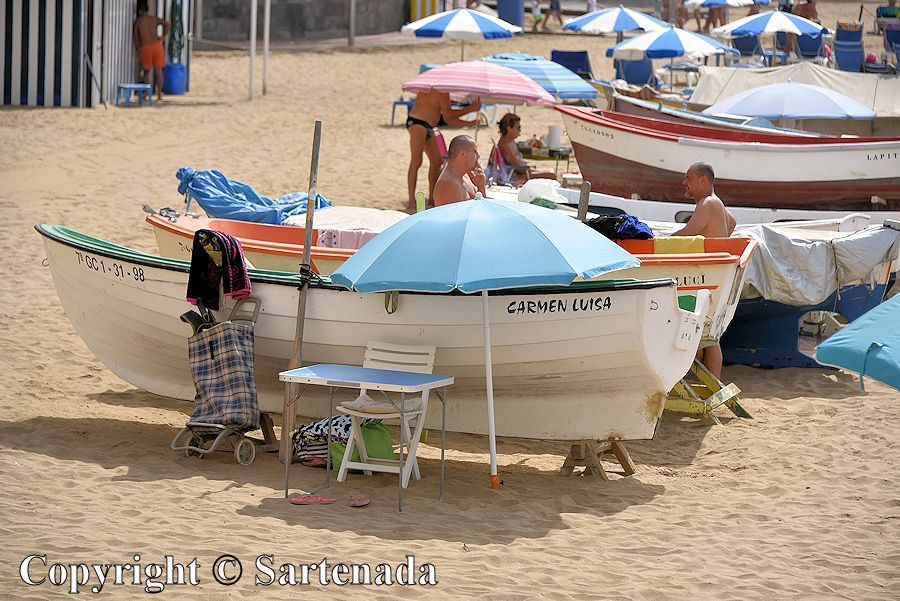 13. Enjoying the life among the boats on the beach Playa de Las Canteras