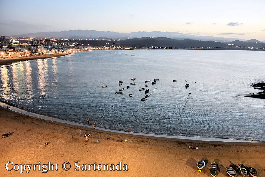5. Playa de Las Canteras in the evening