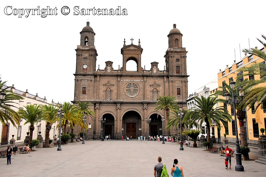22. Plaza Mayor de Santa Ana abd Cathedral of Santa Ana