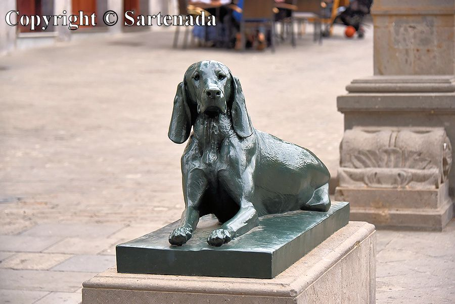 36. Dog sculptures in front of the Cathedral of Santa Ana