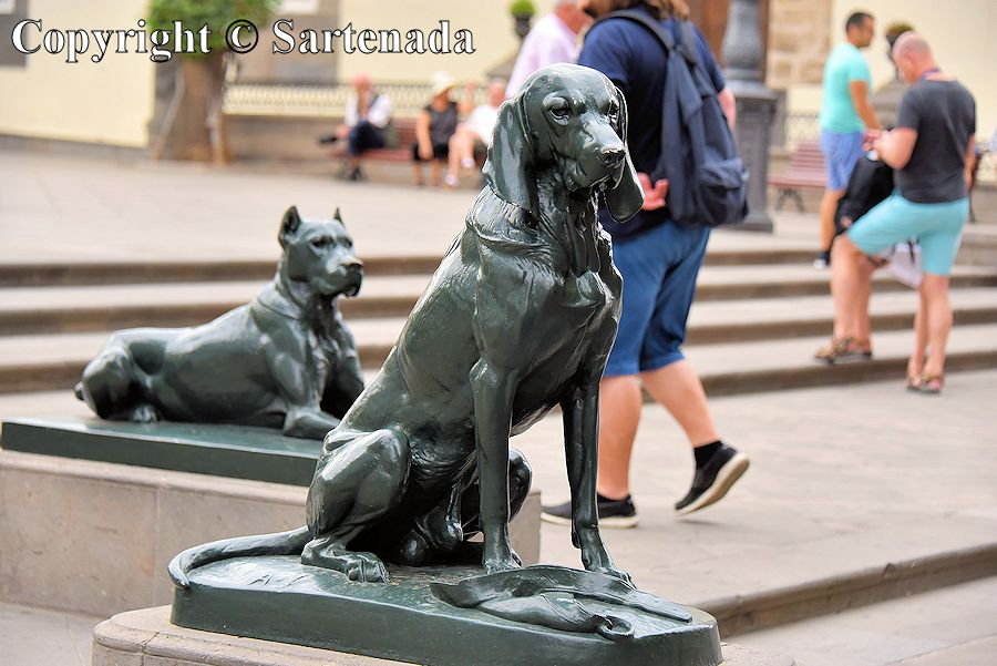 37. Dog sculptures in front of the Cathedral of Santa Ana