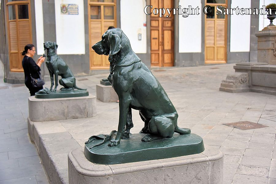 38. Dog sculptures in front of the Cathedral of Santa Ana