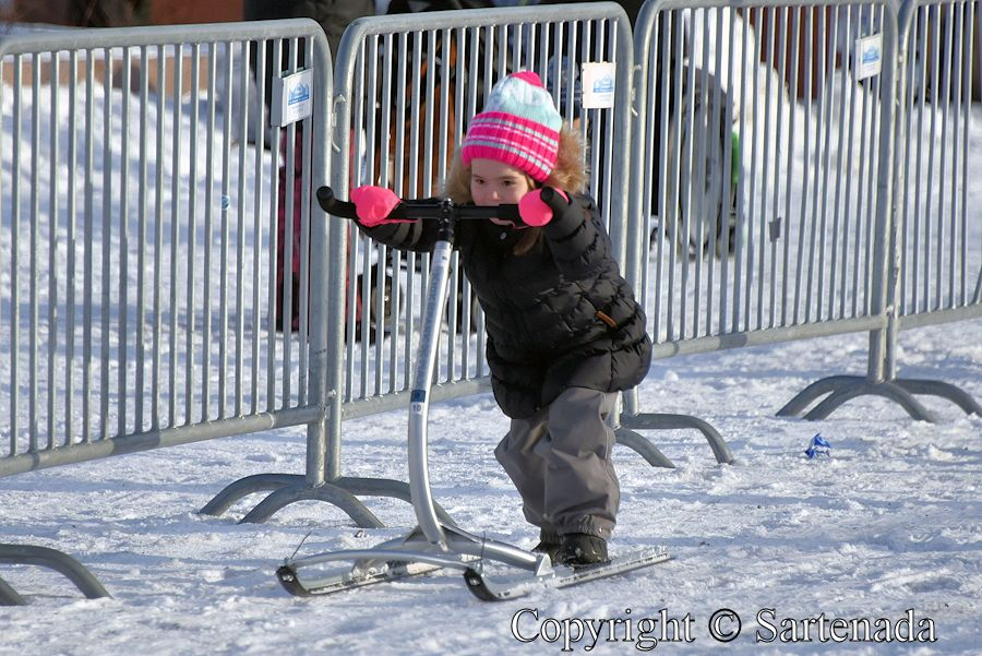 Winter fun for children / Diversión de invierno para niños / Plaisirs d'hiver pour les enfants / Divertimento do inverno para crianças