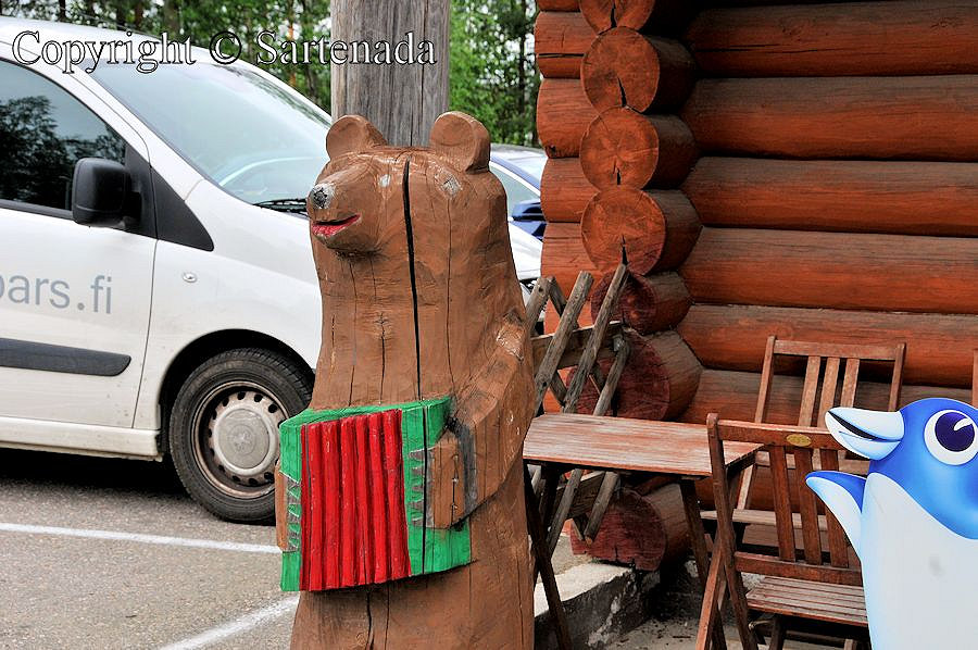 Carved animals / Animales tallados / Animaux taillés / Animais talhados